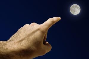 Prst, nebo Měsíc?
